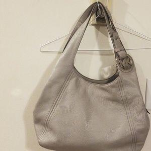 Michwal Kors Fulton Hobo light gray bag